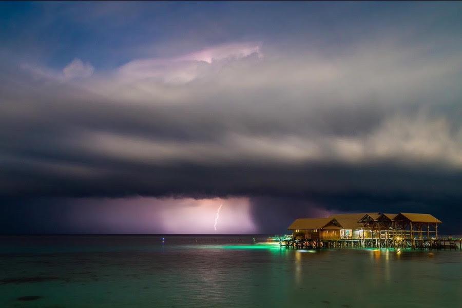 onweersfotografie en reisfotografie gaan ook heel goed samen. bliksemfotografie, stormfotografie.